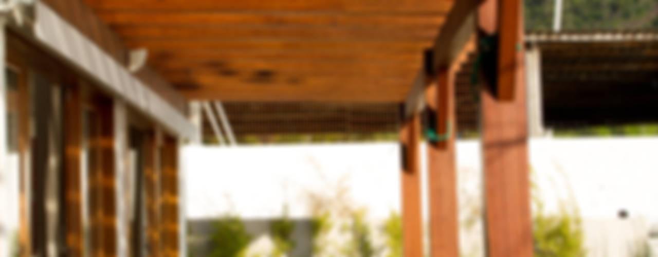 Refúgio de férias Varandas, alpendres e terraços rústicos por Espaço do Traço arquitetura Rústico