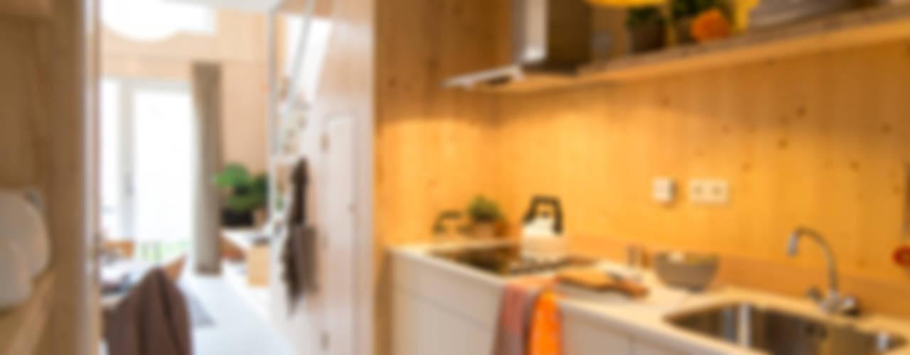 Minimalist kitchen by MoodBuilders Minimalist