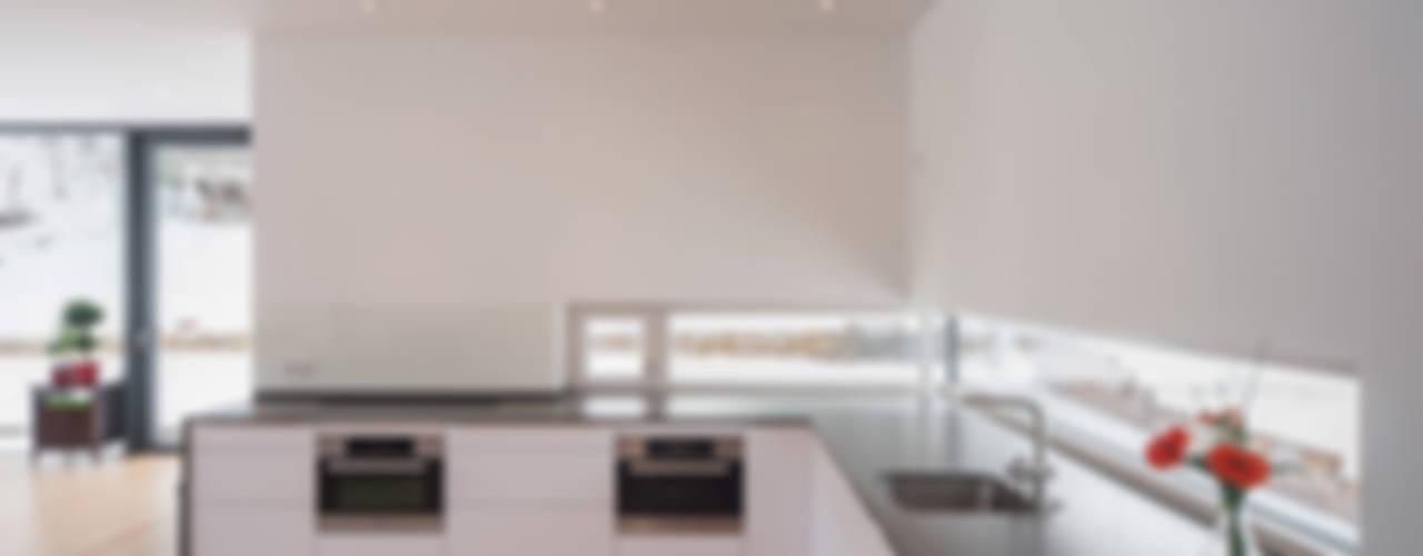 Wohnhaus in Dresden Moderne Küchen von Architekturfotografie Steffen Spitzner Modern