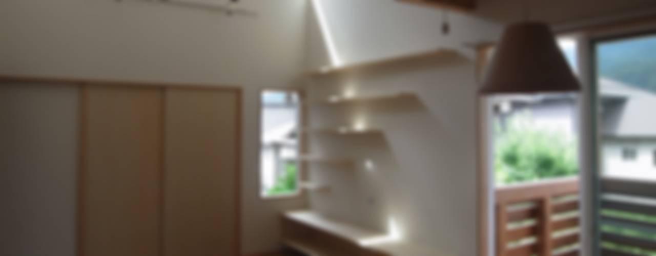 غرفة المعيشة تنفيذ ジュウニミリ建築設計事務所