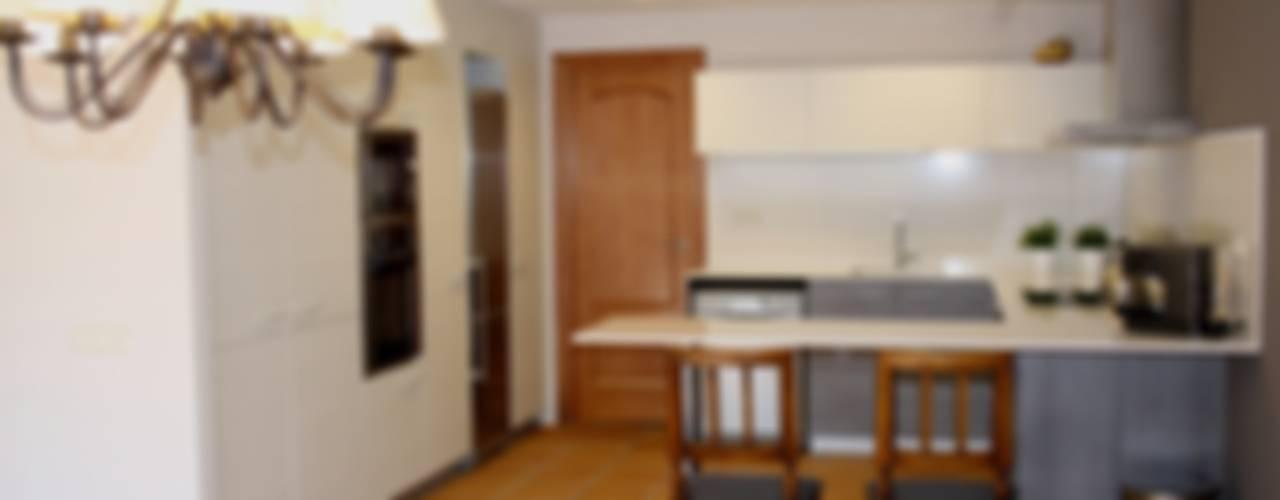 Reforma parcial vivienda RIELLS I VIABREA Cocinas de estilo rústico de ROIMO INTEGRAL GRUP Rústico