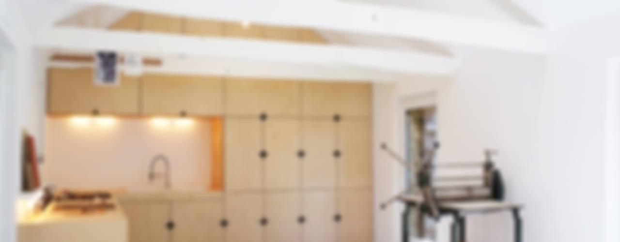 Cucina moderna di Modal Architecture Moderno