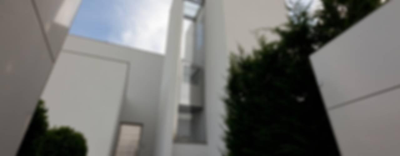 Villa urbana Case moderne di Paolo Carli Moretti Architetto Moderno