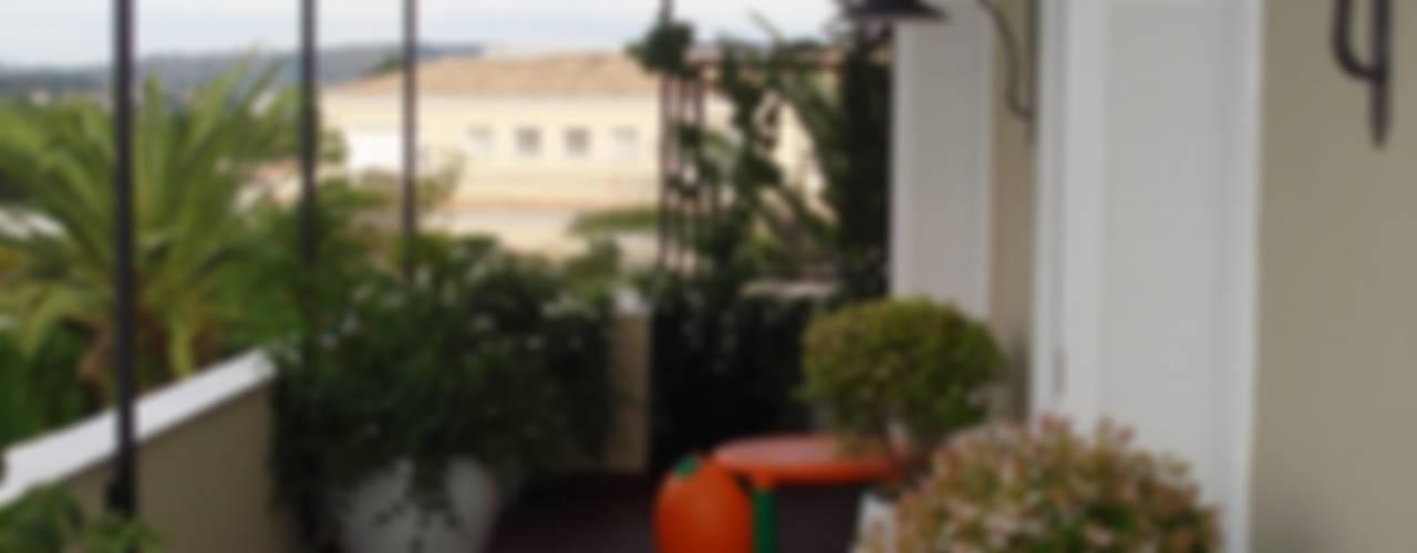 Сад в классическом стиле от Loro Arquitetura e Paisagismo Классический