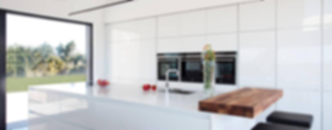 Killinchy Moderne Küchen von Interior360 Modern