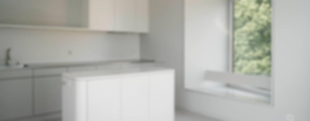 Sanierung eines Wohnhaus in Bern Moderne Küchen von André Born Architekt BSA Modern