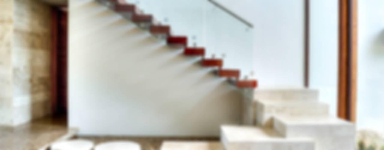 Pasillos y vestíbulos de estilo  por Ancona + Ancona Arquitectos