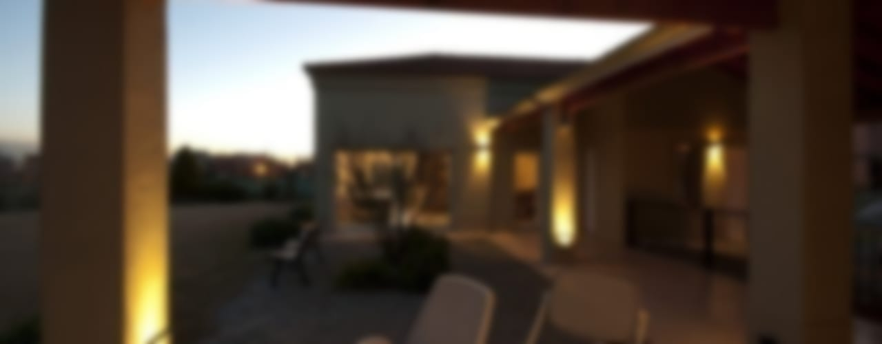 La Casa del Lago: Casas de estilo  por Family Houses