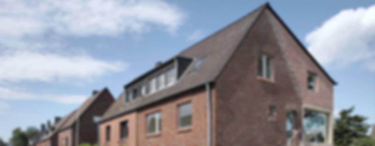 SCHREBER. Neues Wohngefühl in saniertem Siedlungshaus in Aachen von AMUNT Architekten in Stuttgart und Aachen Modern