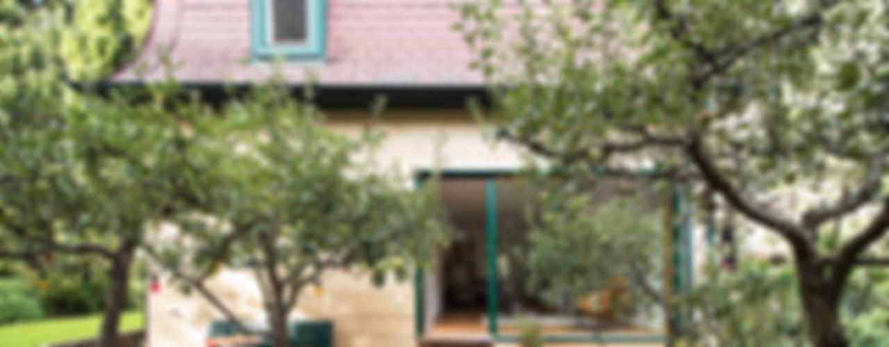 Haus Leopold im Wienerwald Ausgefallener Balkon, Veranda & Terrasse von Franz&Sue Ausgefallen