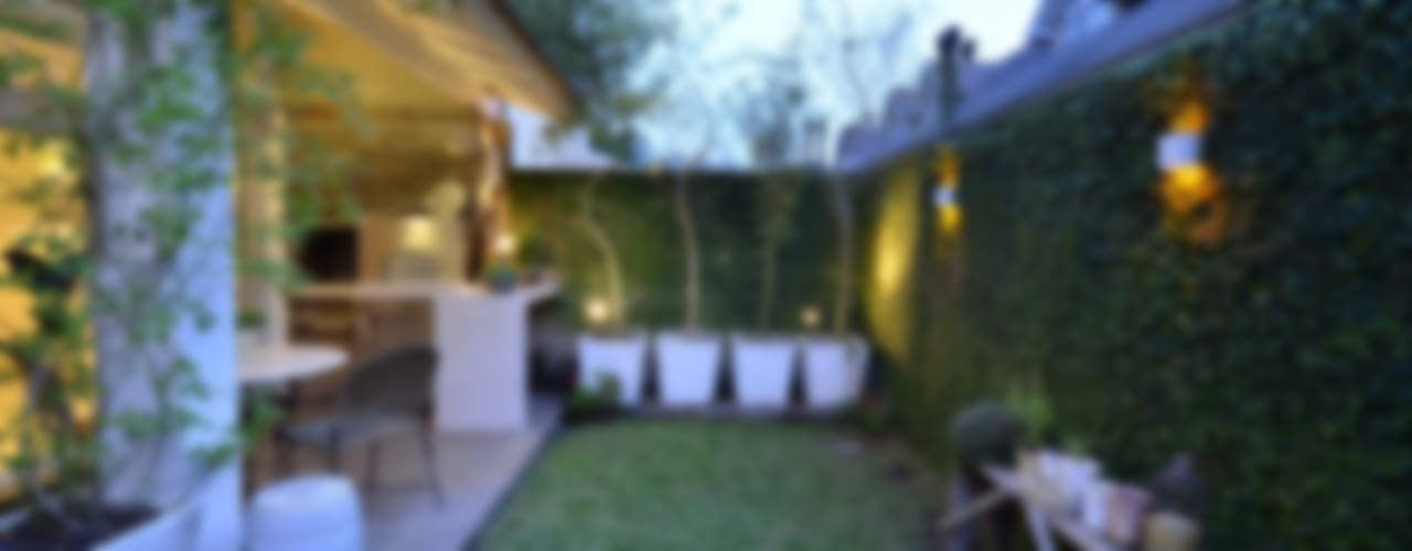 Jardines de estilo  por Tania Bertolucci  de Souza  |  Arquitetos Associados
