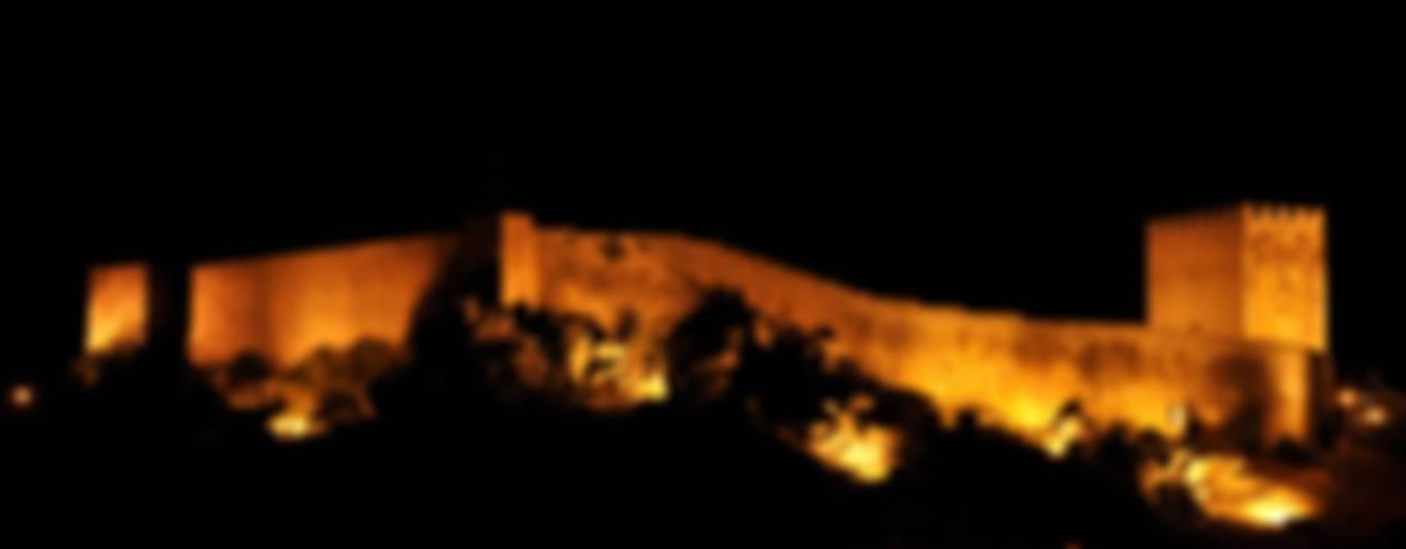 Castelo de Celorico da Beira Casas rústicas por ARKIVO Rústico