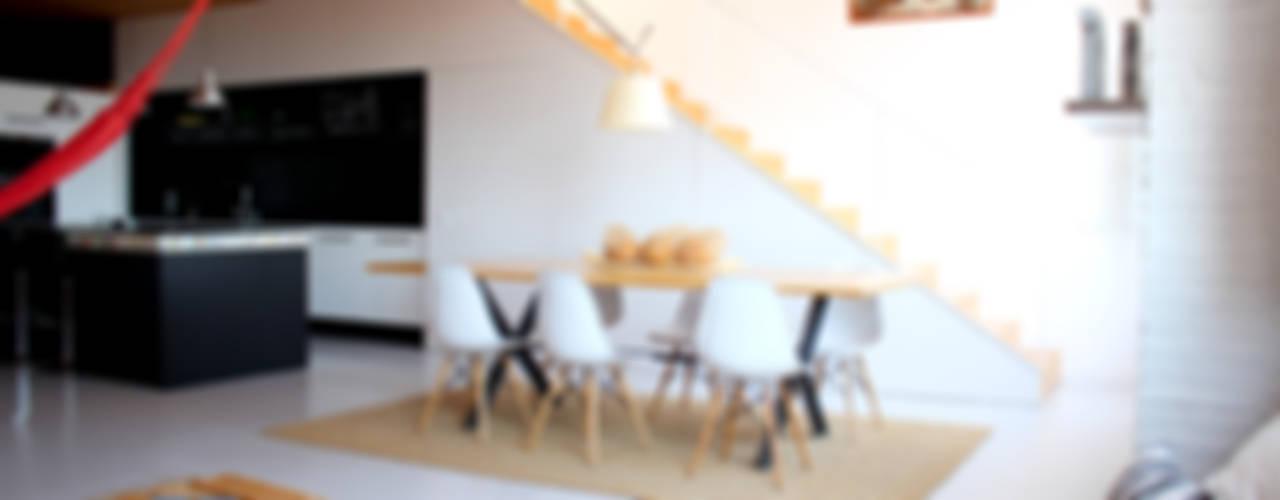 Loft:  de estilo industrial de SMMARQUITECTURA, Industrial