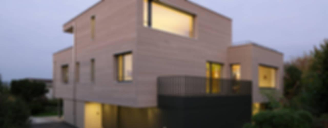 Nowoczesne domy od HKK Architekten Partner AG Nowoczesny