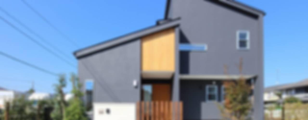 Casas modernas de シーズ・アーキスタディオ建築設計室 Moderno