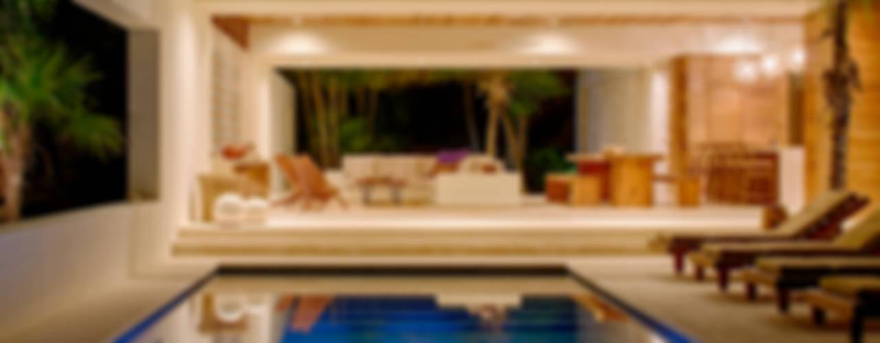 Casa Xixim Piscinas de estilo tropical de Specht Architects Tropical