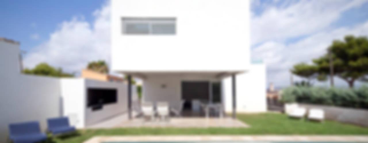 CASA RM RM arquitectura Jardines de estilo minimalista