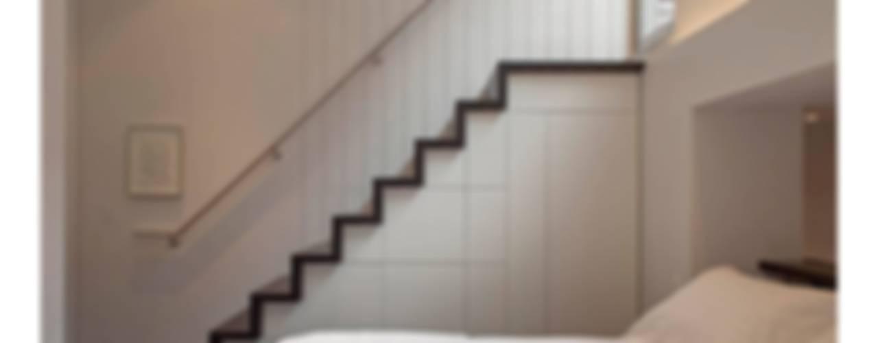 Manhattan Micro-Loft الممر الحديث، المدخل و الدرج من Specht Architects حداثي