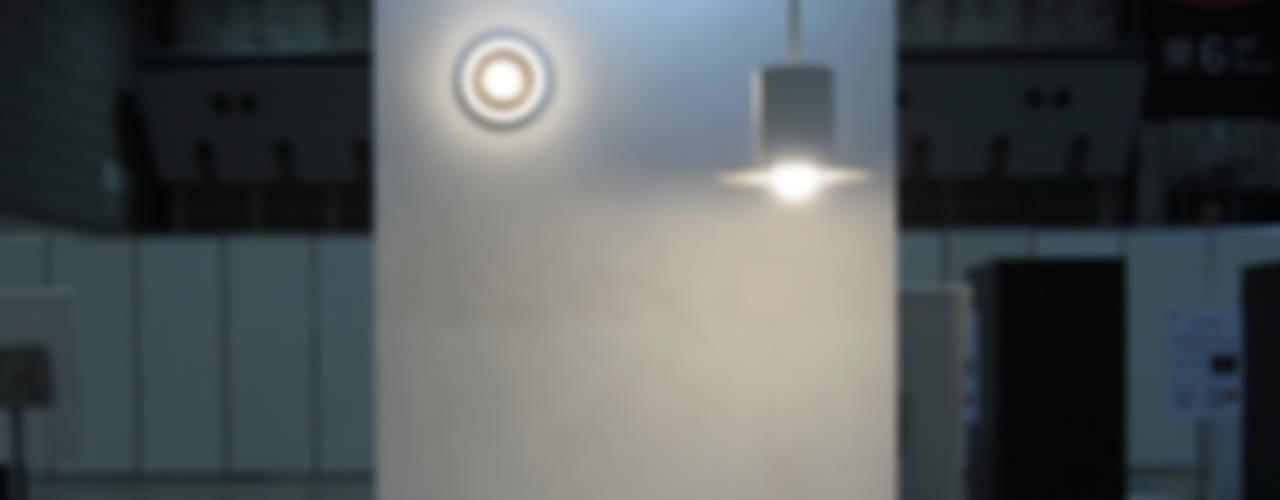 LED電球による照明器具: 濱口建築デザイン工房が手掛けた現代のです。,モダン