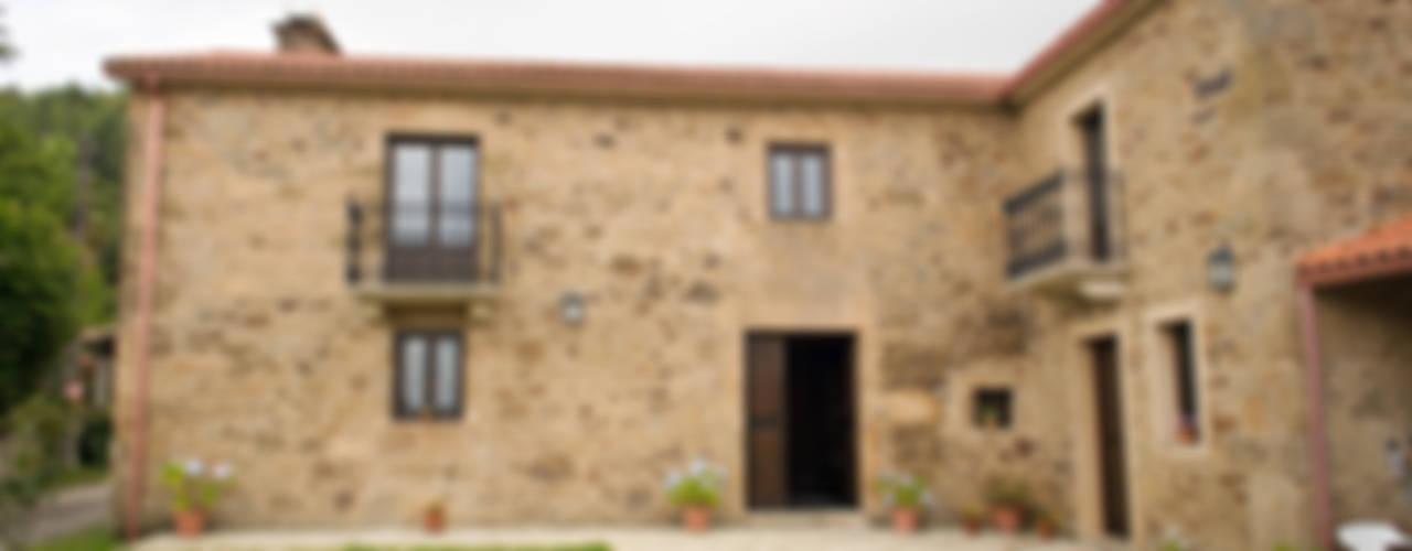 Rehabilitación en Laracha Casas de estilo rural de Intra Arquitectos Rural