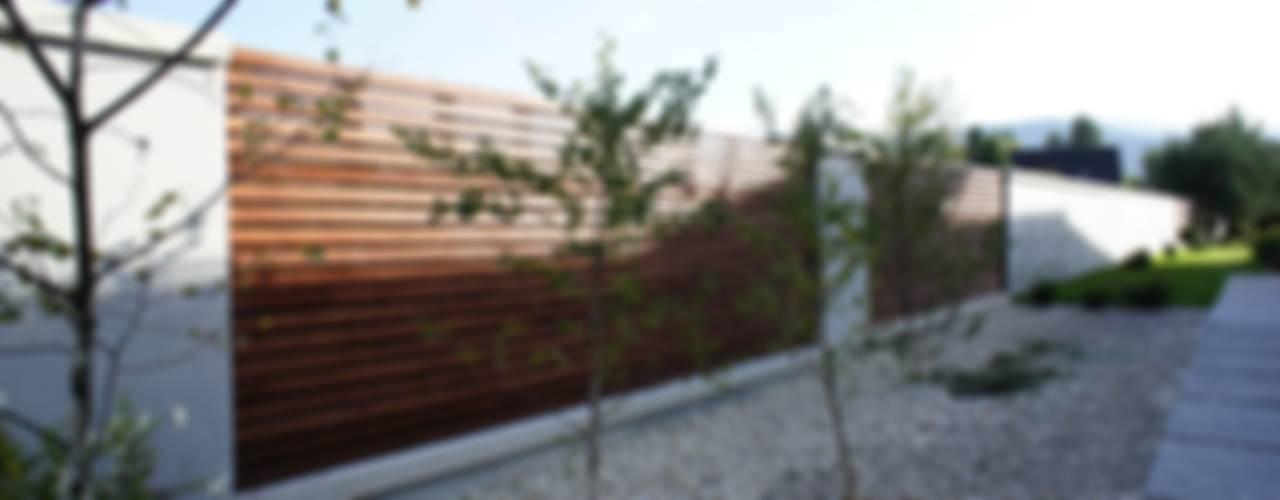 Jardines de estilo moderno de Contractors Moderno