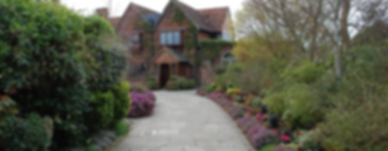 Tudor Manor House Casas clássicas por Arttus Clássico