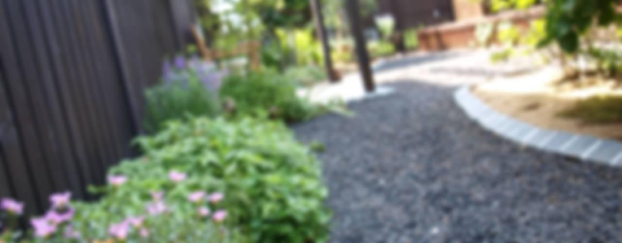 Jardins campestres por (有)エクサ 庭工房絵草 DOGRUN海岸通り Campestre