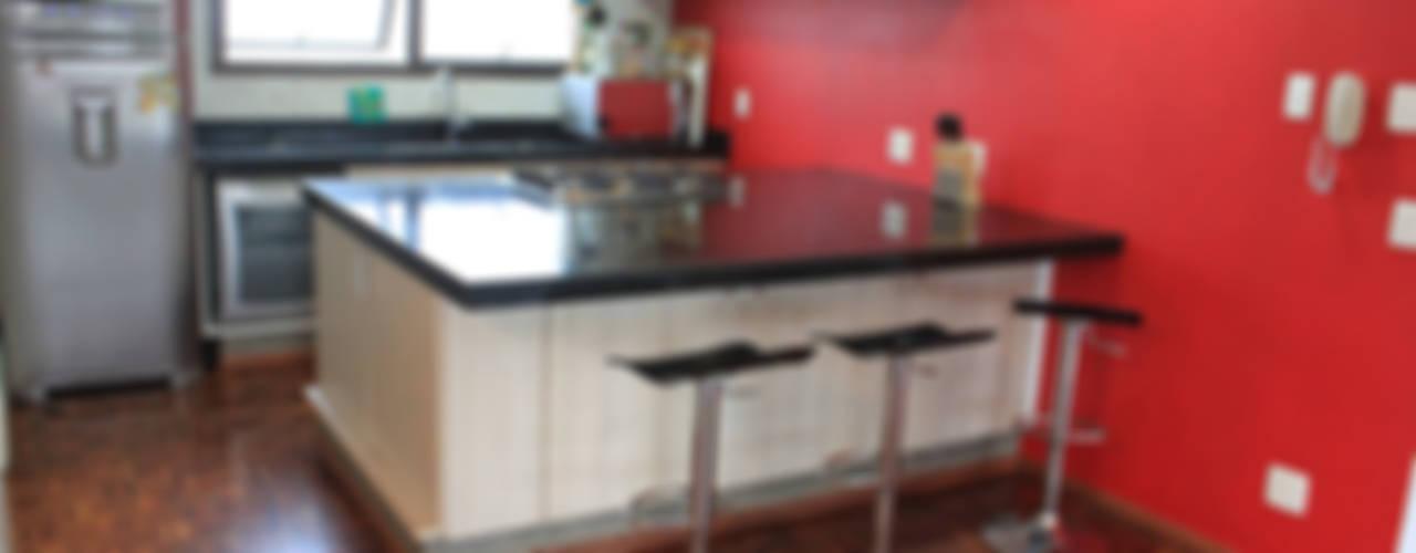 Cozinhas minimalistas por Najmias Oficina de Arquitectura [NOA] Minimalista