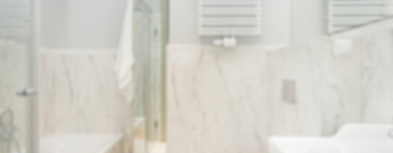 RAKOWICKA 8 - 52m2 Klasyczna łazienka od UNQO Klasyczny