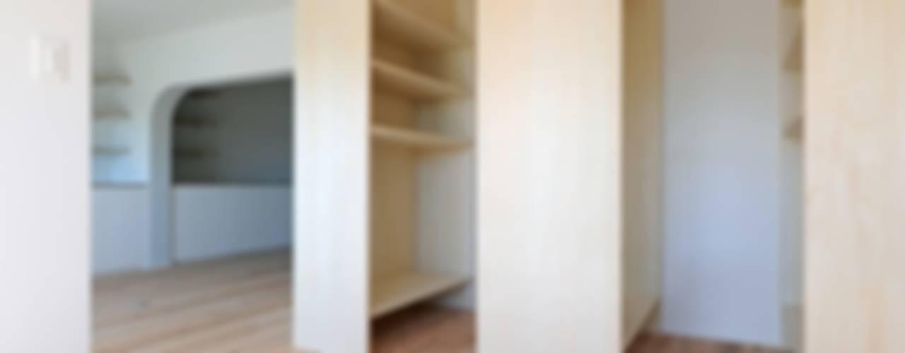 池下の家 / House in Ikeshita モダンスタイルの寝室 の 市原忍建築設計事務所 / Shinobu Ichihara Architects モダン