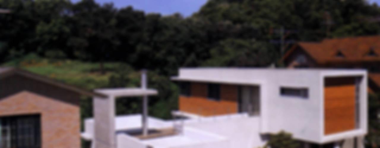동  다 (東 茶): HANMEI - LEECHUNGKEE의  주택,모던