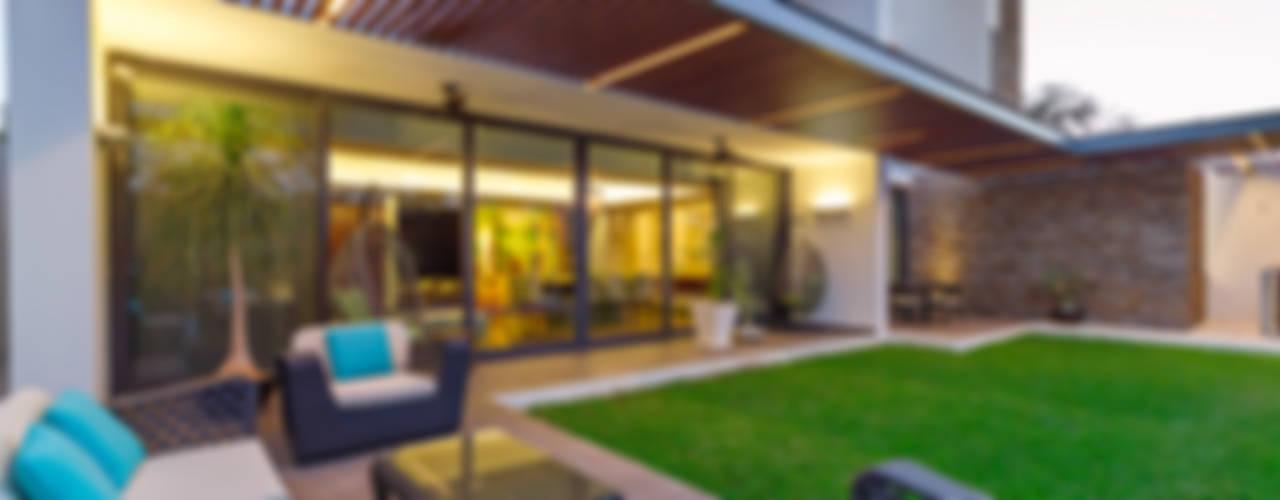 Casa Manantiales: Terrazas de estilo  por Enrique Cabrera Arquitecto, Moderno