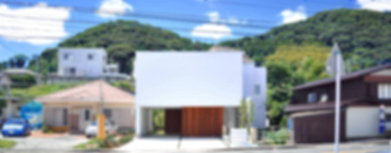日並郷の家: 株式会社アトリエカレラが手掛けた家です。,モダン