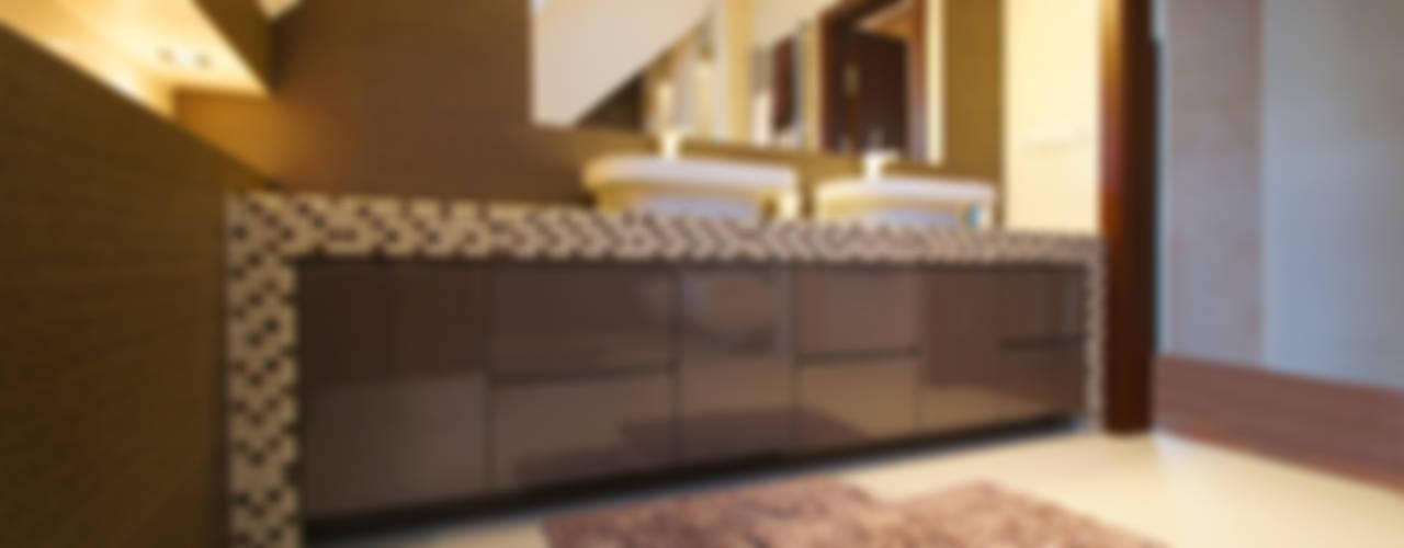 Dom w Markach: styl , w kategorii Łazienka zaprojektowany przez ArtDecoprojekt ,