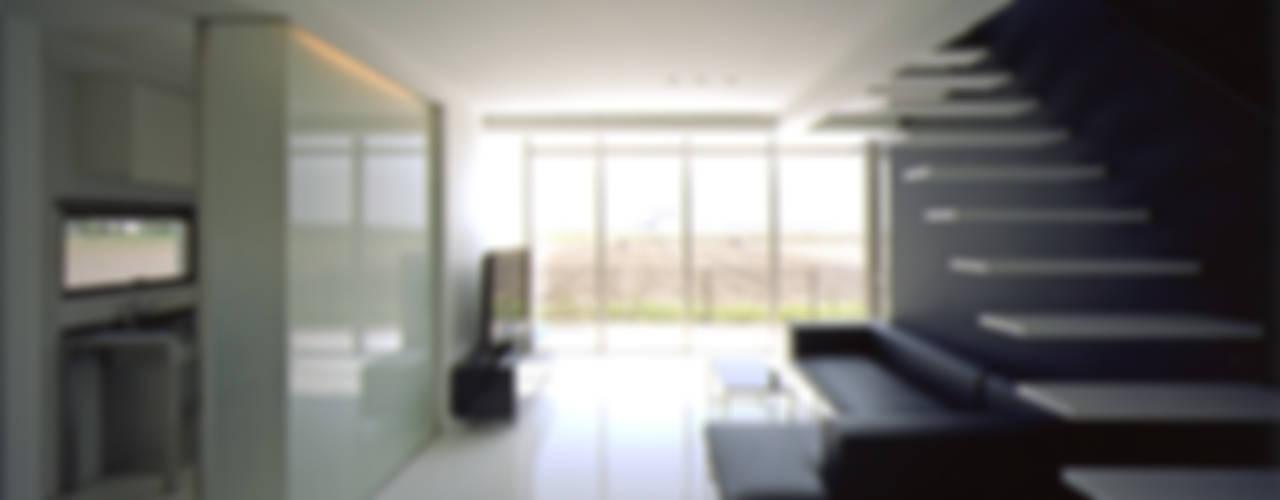RC造シンプルモダン住宅 モダンデザインの リビング の 株式会社アルフデザイン モダン