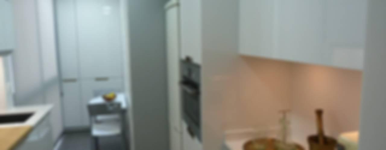 Reforma E&E. Ampliación de cocina con lavadero Cocinas de estilo moderno de RENOVA INTERIORS Moderno