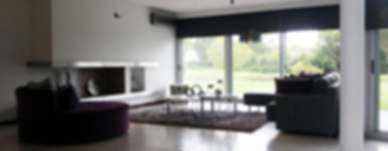 Casa YD - Estancia Abril: Estudios y oficinas de estilo  por de Jauregui Salas arquitectos