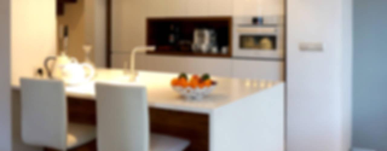 Rozbudowa domu: styl , w kategorii Kuchnia zaprojektowany przez Grid Architekci ,Nowoczesny
