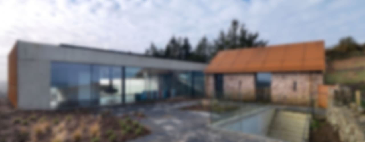 Stormy Castle Minimalist houses by LOYN+CO ARCHITECTS Minimalist