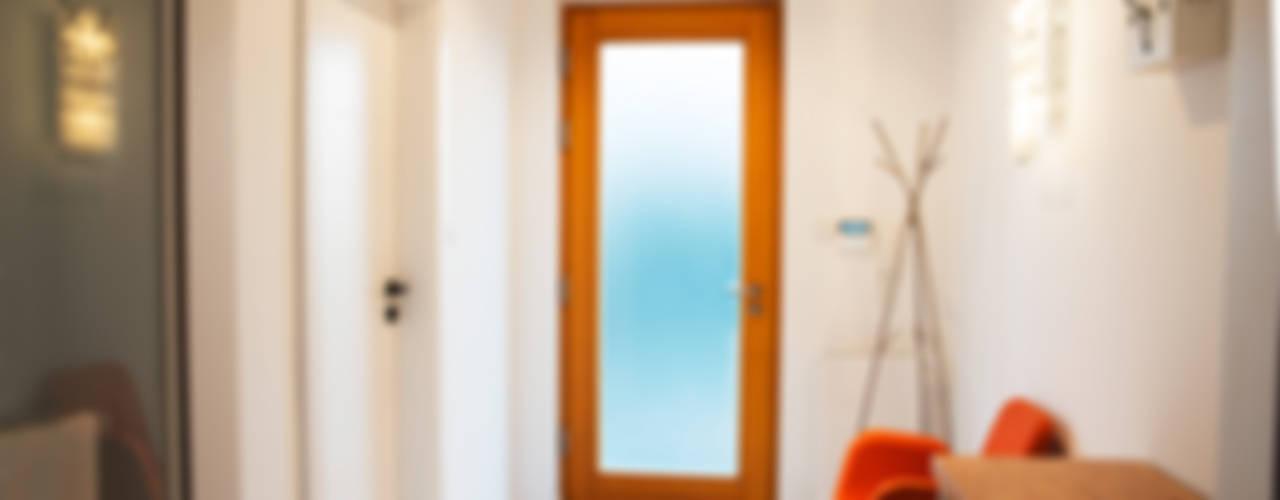 Corredores, halls e escadas minimalistas por if architektura Minimalista