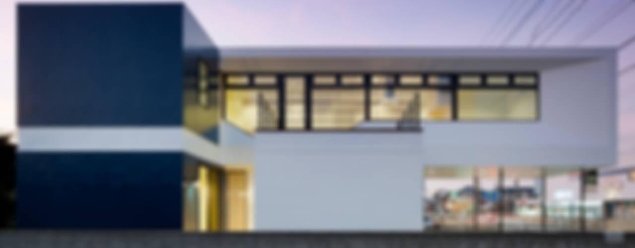 街道の家 モダンな 家 の 松本匡弘建築設計事務所 モダン