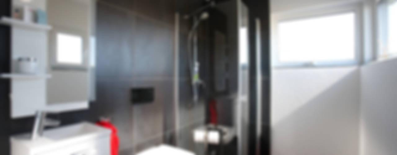 Baños modernos de FingerHaus GmbH - Bauunternehmen in Frankenberg (Eder) Moderno