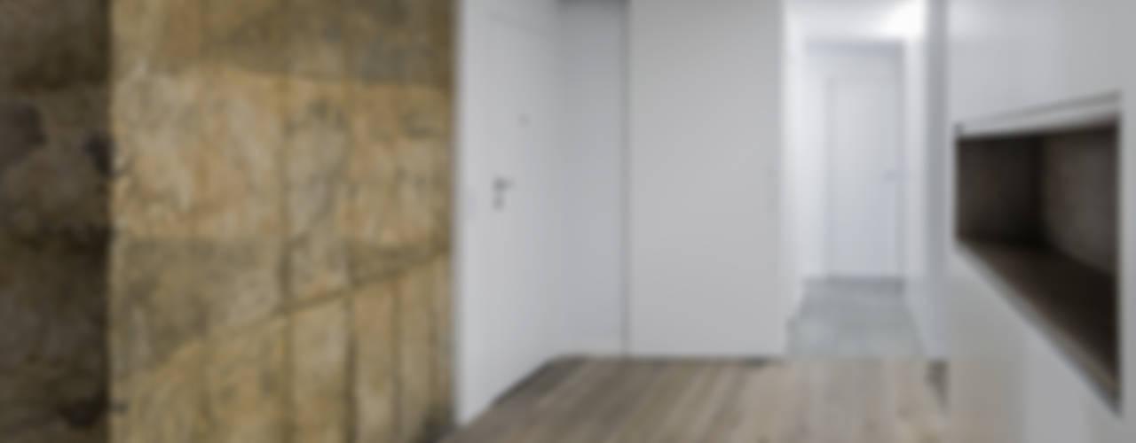 VIVIENDA EN BLASCO IBAÑEZ Pasillos, vestíbulos y escaleras de estilo minimalista de amBau Gestion y Proyectos Minimalista