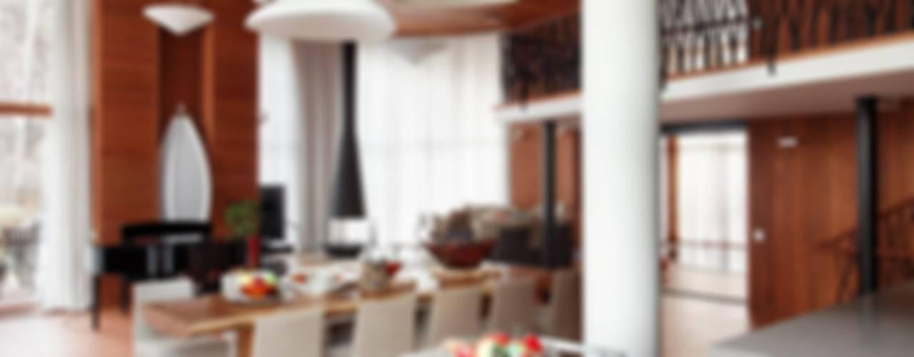 ДОМ В ПОДМОСКОВЬЕ Столовая комната в классическом стиле от АРХИТЕКТУРНОЕ БЮРО АНДРЕЯ КАРЦЕВА И ЮЛИИ ВИШНЕПОЛЬСКОЙ Классический