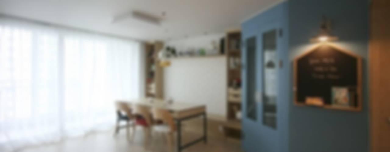 Modern living room by 홍예디자인 Modern