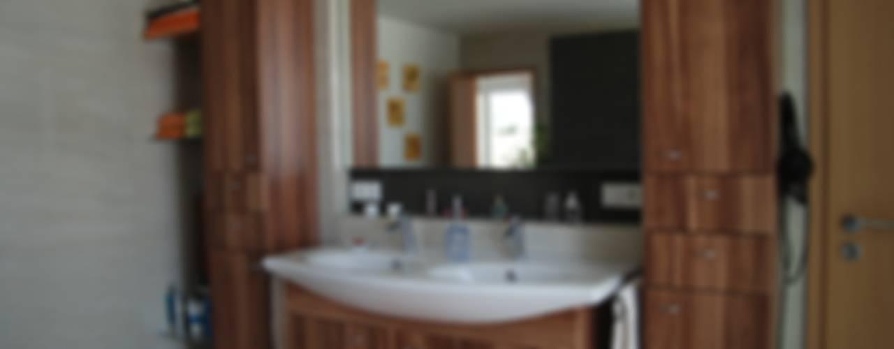 neues Einfamilienhaus für Ehepaar nach Auszug der Kinder: Stichwort komfortabel und grosszügig Klassische Badezimmer von WUNSCHhaus - die innovative Wohnbau GmbH Klassisch