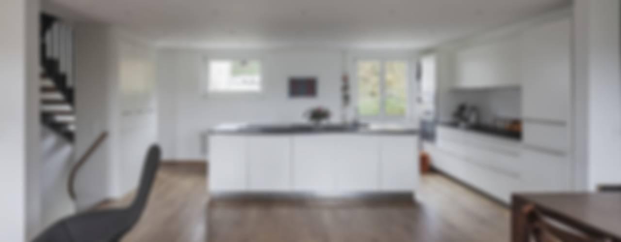 by Beat Nievergelt GmbH Architekt Класичний
