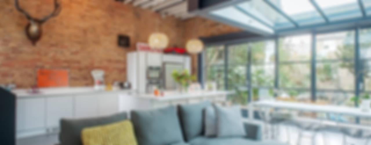 Full House Renovation with Crittall Extension, London インダストリアルデザインの キッチン の HollandGreen インダストリアル