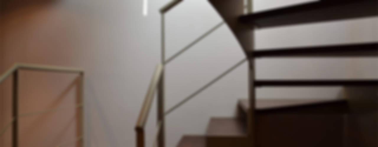 Residenza CD Ingresso, Corridoio & Scale in stile moderno di Studio Architettura Tre A Moderno