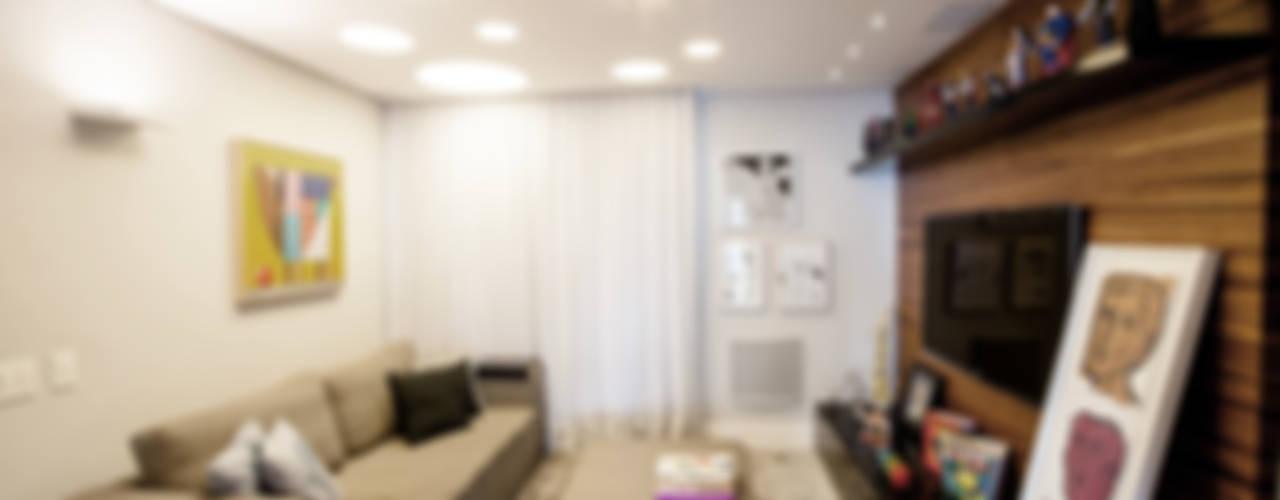 Salas multimedia de estilo  por Casa 2 Arquitetos